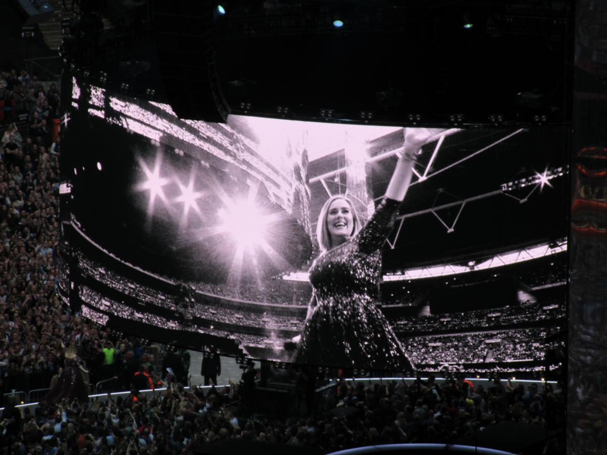 Adele entering Wembley Stadium. Jess Holt. Kettle Mag.