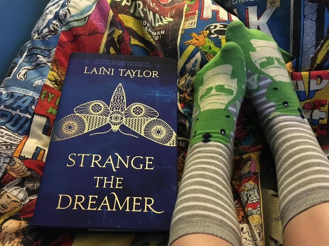 strange the dreamer book series by laini taylor